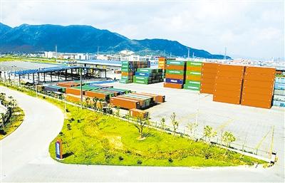 宁波进出口商品采购贸易改革示范区堆满了集装箱。.jpg
