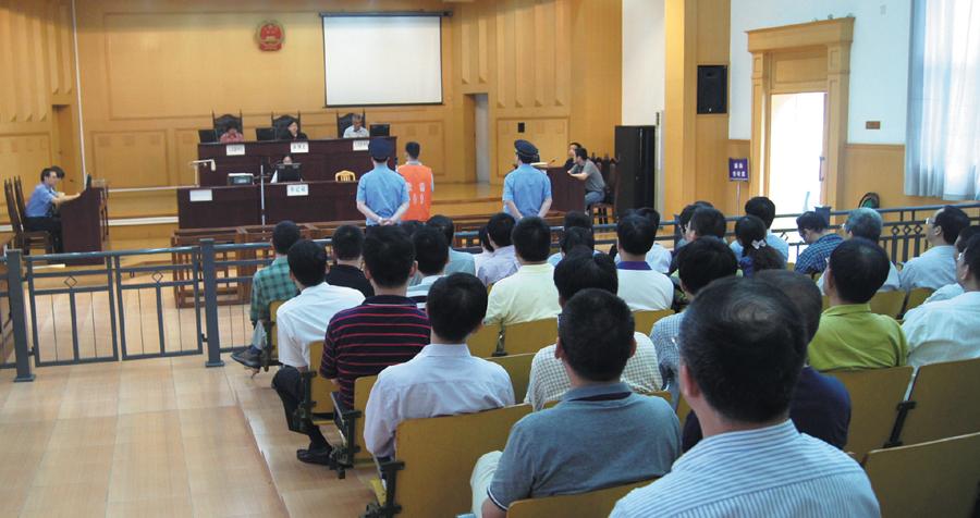 寧波市直機關處級幹部旁聽法院庭審接受警示教育.png