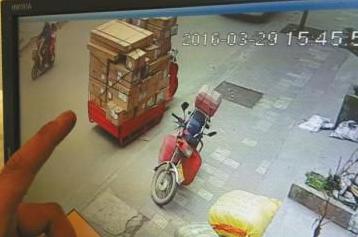 江西/快递公司门口被盗:连车带货损失价值