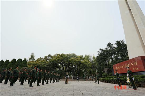 清明时节祭英魂 浙江武警参加烈士陵园公祭活动