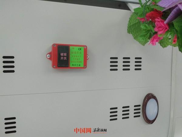"""组图:杭州公交安装""""一键破玻""""助力乘客逃生"""