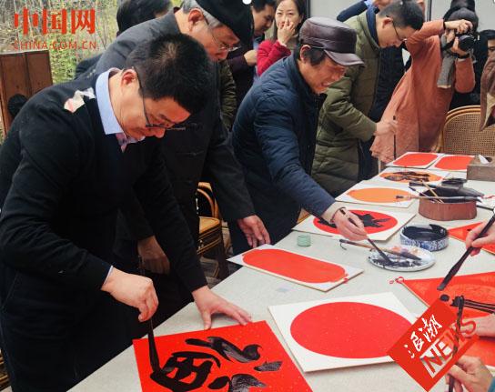 普洱茶家乡的茶技大师到龙井茶乡献技 书画家同台为市民送福