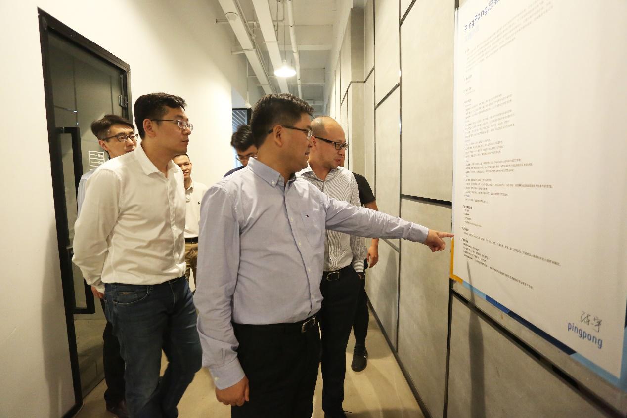 李志龙区长一行参观考察PingPong办公环境及企业文化